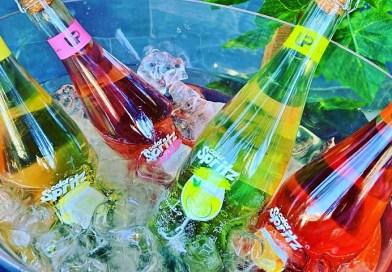 El Spritz es un aperitivo de origen italiano que ha prendido fuerte en Chile, al punto que fue lanzada en Chile una línea completa de estos refrescantes cócteles.