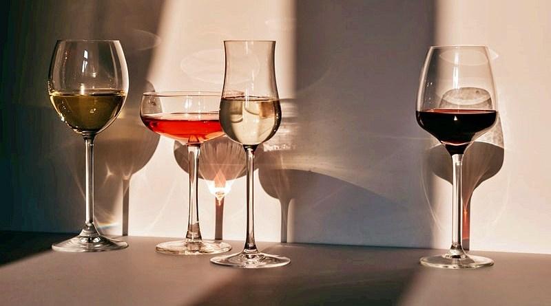 La prestigiosa revista inglesa Decanter publicó recientemente un artículo donde destaca los mejores vinos de América del Sur, donde los productos chilenos juegan un rol preponderante.