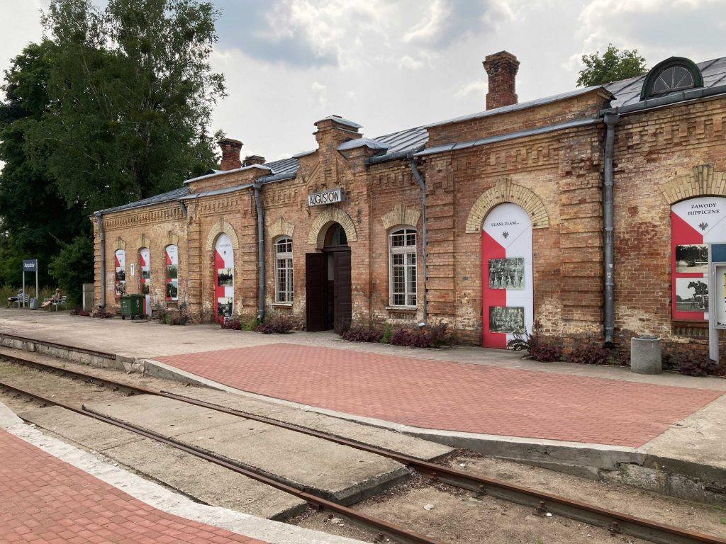 dworzec z zewnątrz