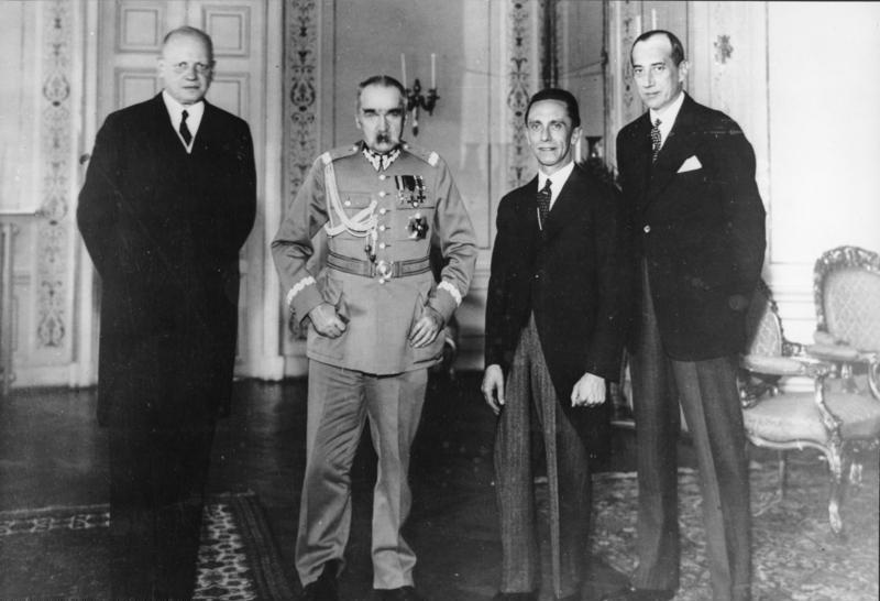 Hans-Adolf von Moltke német nagykövet, Józef Piłsudski lengyel vezető, Joseph Goebbels német propagandaminiszter és Józef Beck lengyel külügyminiszter találkozója Varsóban 1934. június 15-én, öt hónappal a lengyel-német nem-agressziós paktum aláírása után. #moszkvater
