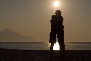 「抱きしめたい!」男性が思わず抱きしめたくなる瞬間6選