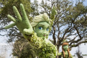 Elsa and Anna Topiary