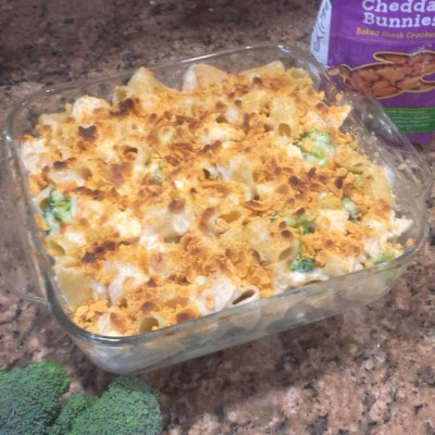 Creamy Chicken Alfredo Mac & Cheese With Toasted Cheddar Crumb Topping #FoodieFriday