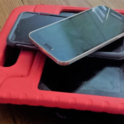 No Screens At The Family Dinner Table – Connecting With Our Teen