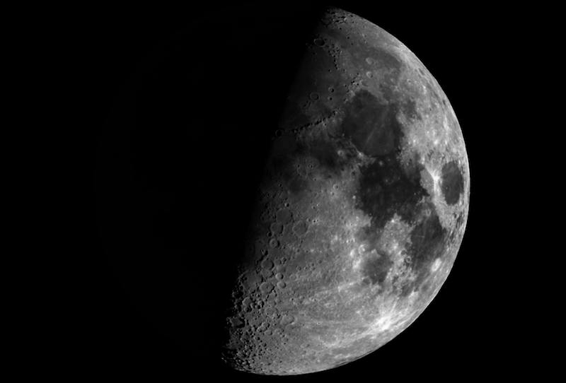 Quarter moon (commonly called half moon).