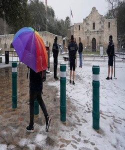Snow begins to accumulate as San Antonio police officers gather near the Alamo, February 18, 2021, in downtown San Antonio. (PC-AP Photo/Eric Gay)