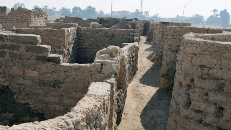 Archeological remains of a city, showing narrow streets and partial walls of what looks like mud.
