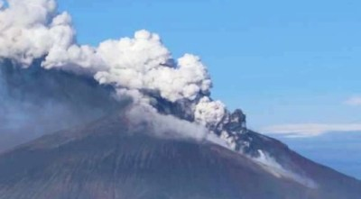 Figure 2: The on-going eruption of Mount Curry.