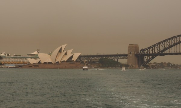 Wochenlang hielt sich dichter Smog über Sydney, verursacht von den zahlreichen Buschfeuern in der Umgebung.