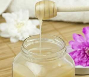 DIY Face Mask: Coconut Oil & Honey