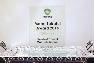 iBanding's Best Motor Takaful Company plaque, presented to Syarikat Takaful Malaysia for their excellent service