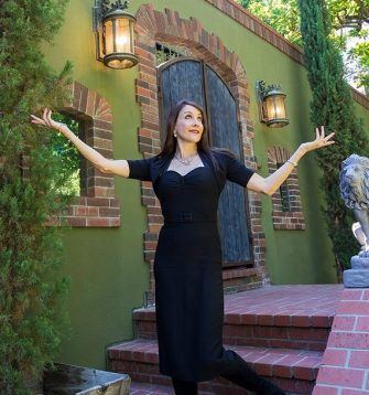 """At her Los Feliz home, Stephanie Miller has hosted """"resistance dinners"""" with guests such as Nancy Pelosi and Rob Reiner."""