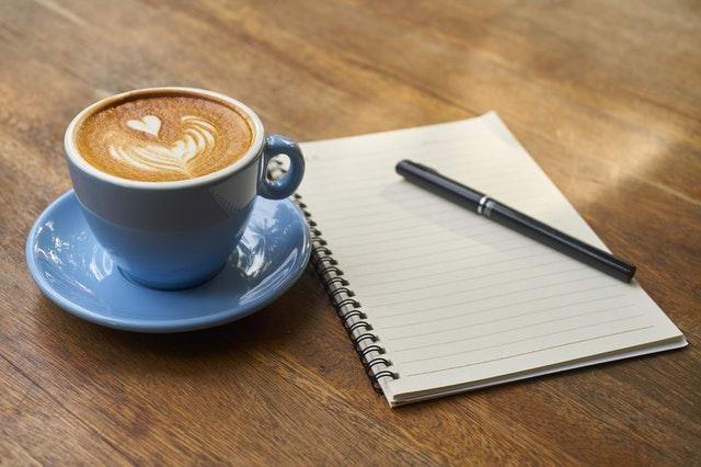 Zeit gewinnen: Ablenkungen vermeiden durch einen aufgeräumten Schreibtisch