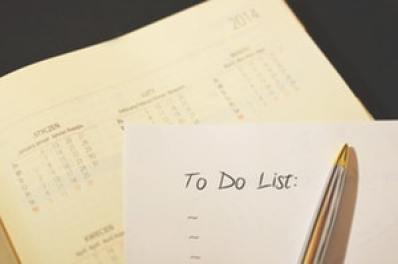 Motivation zum Sport: Ein Stift und ein Zettel mit dem Schriftzug To Do Liste