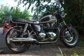 triumph-bonneville-rouge-classic-bike-esprit