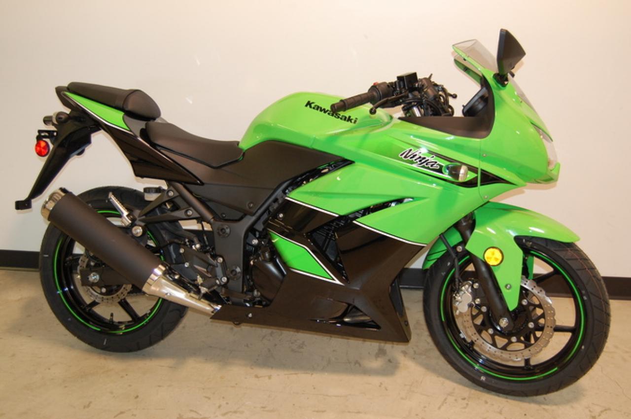 2011 Kawasaki Ninja 250R - Moto.ZombDrive.COM