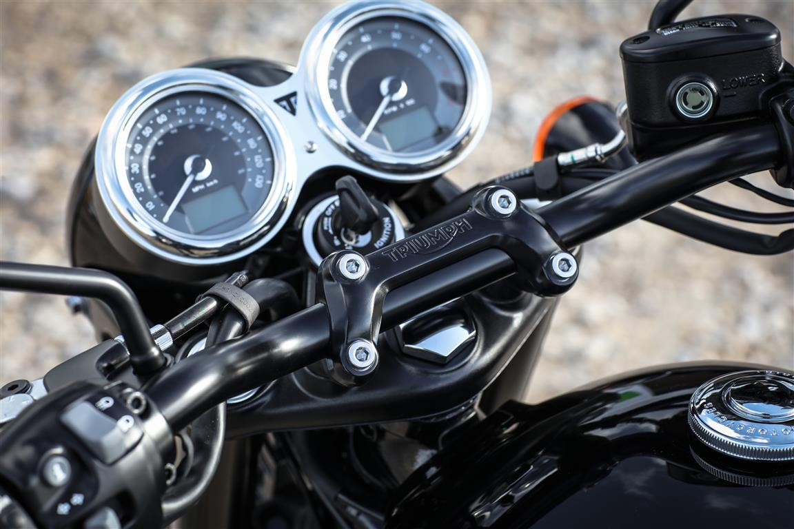 hight resolution of heated grips triumph bonneville images