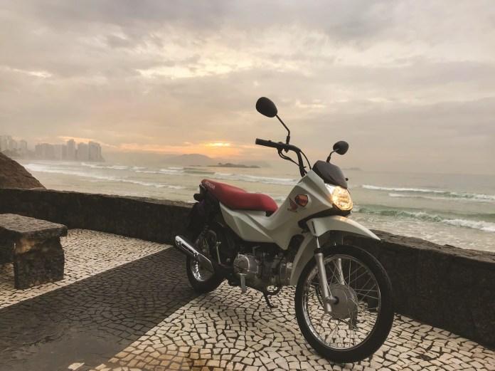 Passeio_Pitangueiras-nascer-do-sol-frente_Revista-moto-adventure-Rosa-Freitag