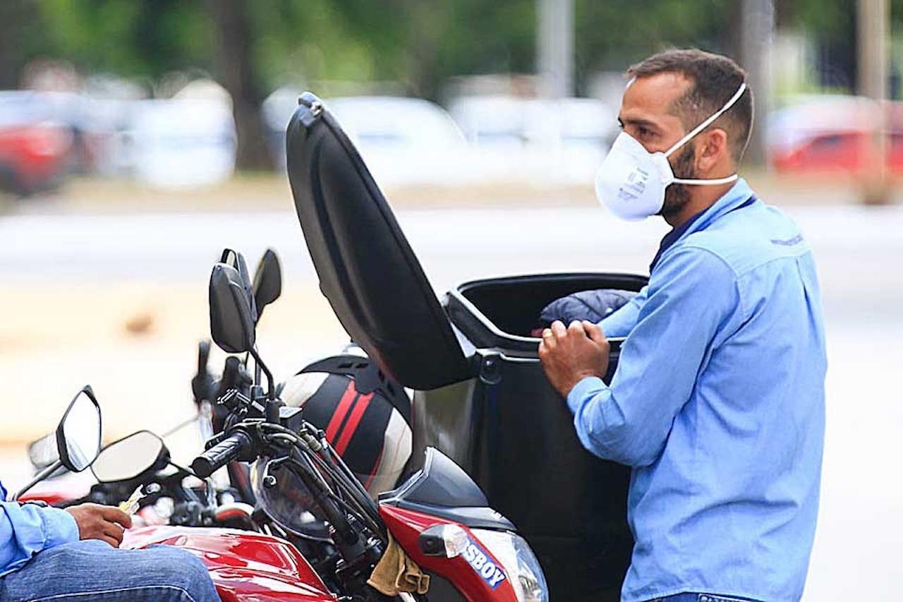 motoboy-utilizando-máscara-contra-covid19