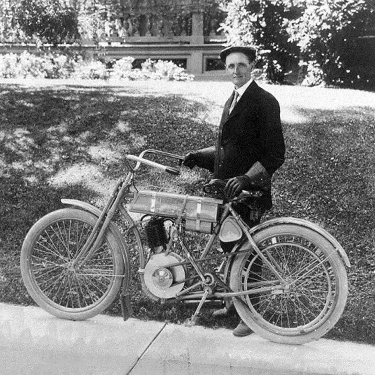 walter-davidson-harley-davidson-moto-adventure