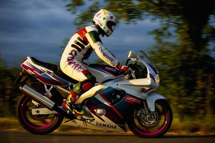 frenagem-de-mergência-motocicleta-moto-adventure