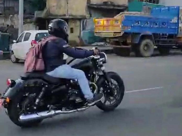 Royal-Enfield-Roadster-moto-adventure