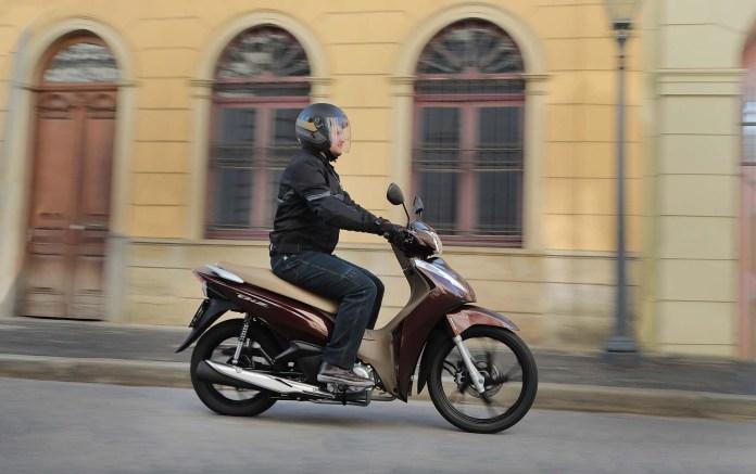 honda-biz-125-2021-ganha-cor-marrom-perolizado-moto-adventure