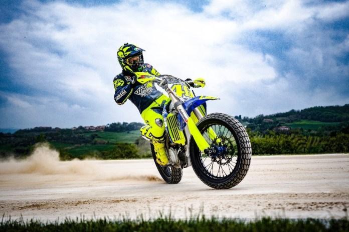 Um-rolê-com-Valentino-Rossi-em-sua-pista-de-flat-track