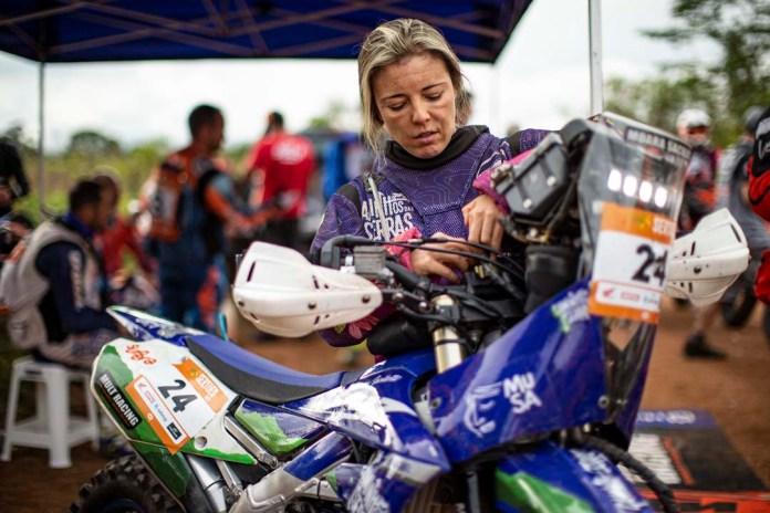 Entrevista-Moara-Sacilotti-Revista-Moto-Adventure-junho-247