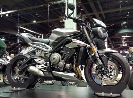 2017-triumph-street-triple-765-motoadvr