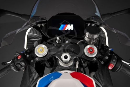 P90398272_lowRes_the-new-bmw-m-1000-r