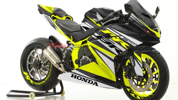 CBR250RR-BLACK-RACY YELLOW-MOTOBLAST
