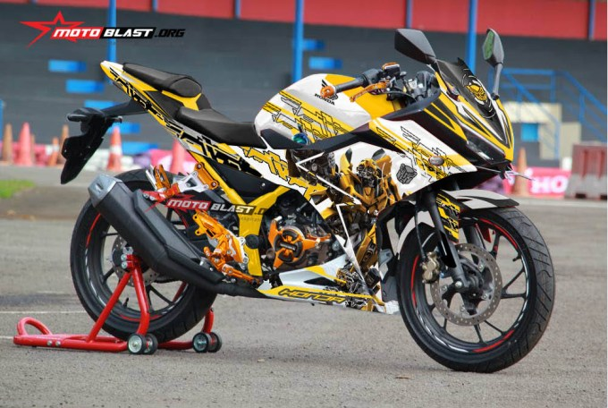 2-cbr150r-white-bumble-bee2