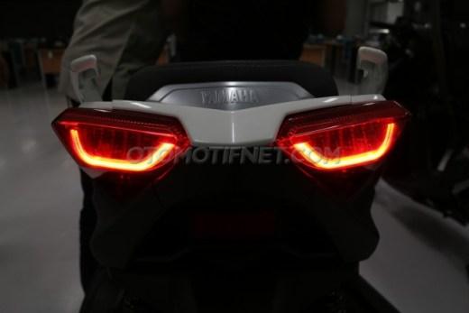 Lampu LED XMAX 250 saat menyala3
