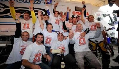 2008 Jhonny Aubert Festeggia la vittoria con il team
