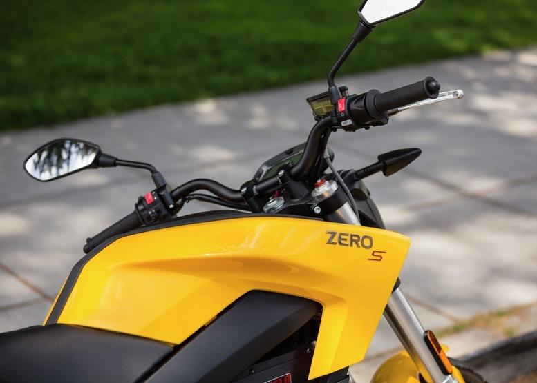 Permis de conduire moto électrique
