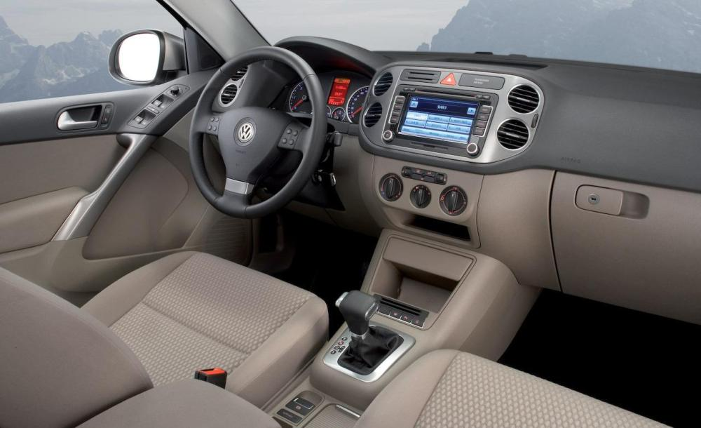 medium resolution of 2009 volkswagen tiguan interior