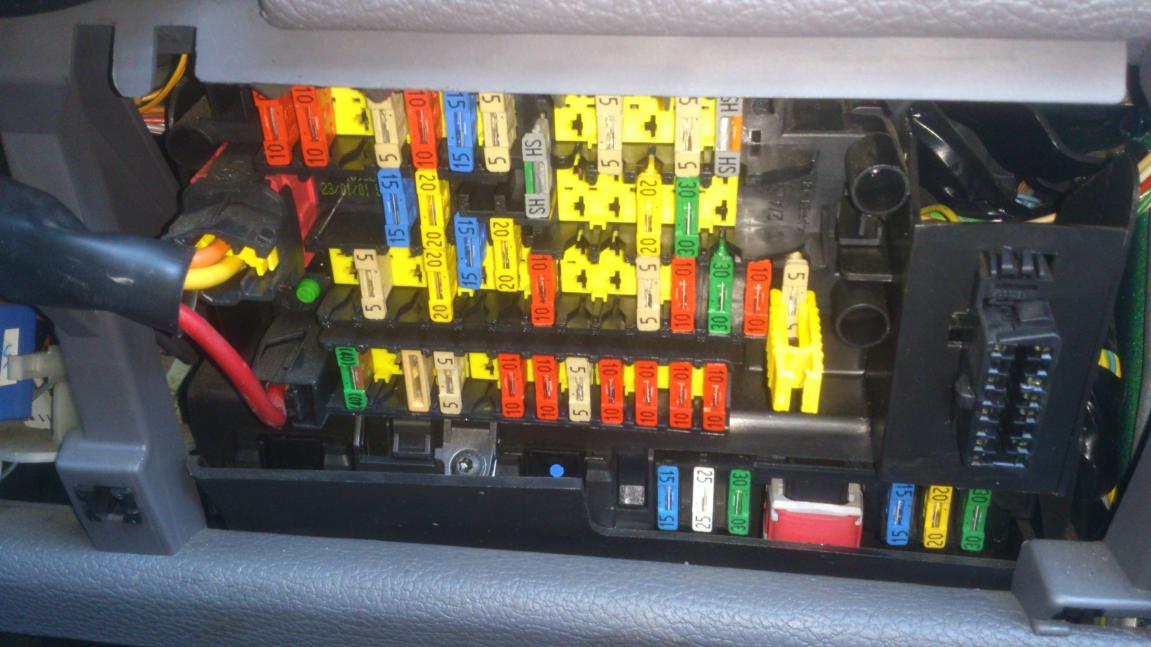 fuse box on peugeot 206 wiring diagram