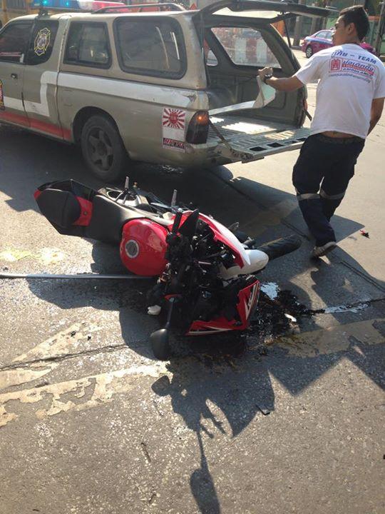 Ngeri Yamaha R15 Hancur Setelah Sruduk Mobil  motohitscom