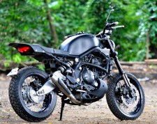 1454925921_modifikasi-versys-street-tracker-whitecollar-bike.jpg