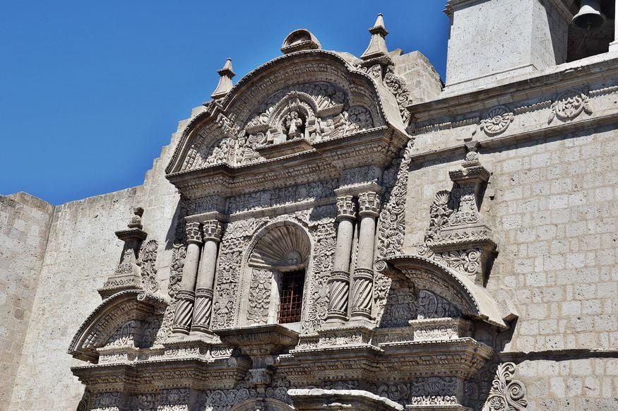 Церковь в колониальном стиле в Арекипе - детали фасада