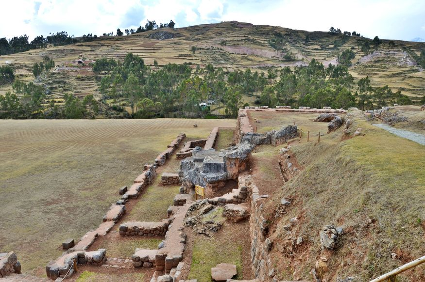 Руины королевского дворца в чинчеро