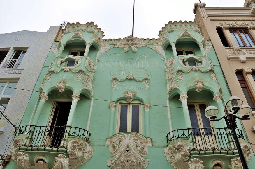 Здания в стиле модерн в исторической части Лимы
