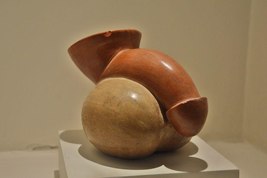 Округлая ваза с изображение фаллоса мочика перу
