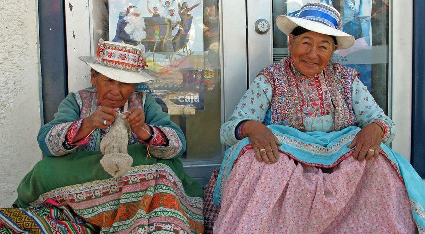 Перуанские шляпы из деревни Чивай Chivay Peru в каньоне колка