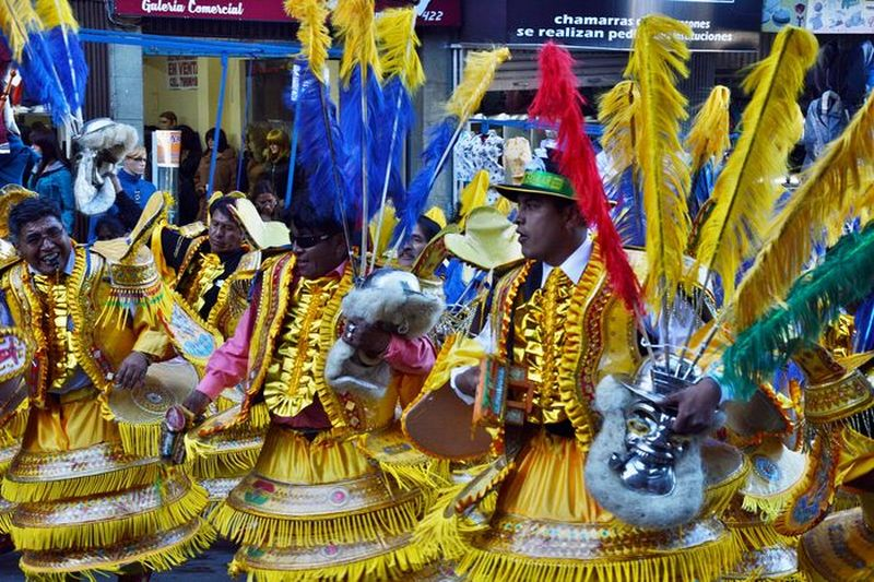 Маски рабов на карнавале в Боливии