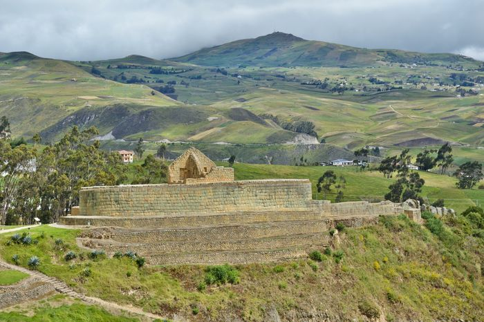 Руины инков Ингапирка в Эквадоре