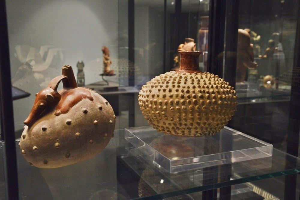 Национальный музей в Кито - сосуды из глины
