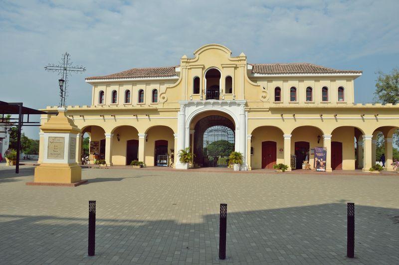 Здание бывшей таможни в Момпосе
