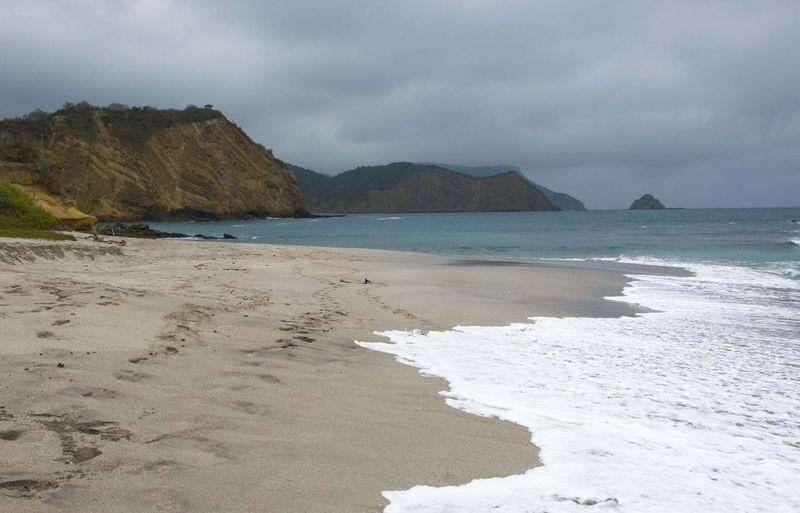 Лучший пляж страны в Пуэрто Лопес